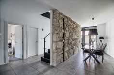 eclectic Dining room by ADDEC arquitectos Dormer House, House Columns, Limestone Wall, Room Partition Designs, Interior Architecture, Interior Design, Italian Garden, Modern Room, Home Decor Inspiration