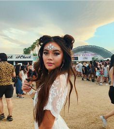 🌴 Danke, dass du mich an Coachella SeatGeek geschickt hast . - A&l fotoshouting - Festival Coachella Festival, Coachella Make-up, Best Coachella Outfits, Rave Festival, Rave Outfits, Chic Outfits, Festival Looks, Festival Make Up, Festival Mode