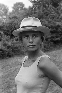 Margaux Hemingway, France, 1980, hat, countryside, tank top