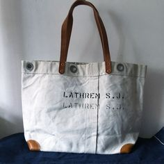 40's USN white canvas upcycled tote bag. Very nice vintage condition. IND_BNP_0381 W50cm H33cm D14cm Handle54cm