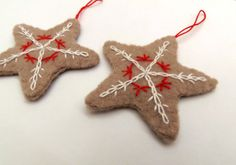 Decorative stars beige felt embroidered in red and by MadameRenard, €12.00