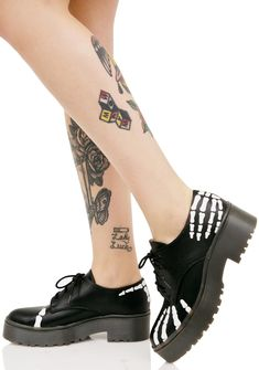 Iron Fist Grave Robber Derby Flats is gonna tiptoe thru the mortuary to see ya again… These dope flats feature a sleek black vegan leather construction, oxford style with thick platforms, lace-ups, and skeleton hand graphics around the ankle 'N toe.