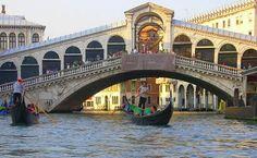 The Rialto Bridge & Venice revealed - click photo.