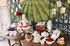 Suite aux articles 1, 2 et 3 sur le mariage thème Livres d'Audrey et Frédéric, voici le dernier, sinon le plus gourmand, des articles de la série ! Pour leur mariage, esprit vintage, sur le thème Littérature, nous avons choisi d'imaginer un Candy Bar...