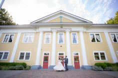 Fort Langley Wedding at the Fort Langley Community Hall   Photo by Stefanie Fournier Photography www.sfournierphotography.com  #fortlangley #langley #wedding #couples