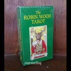 Robin Wood merupakan salah satu deck klasik yang menggunakan tradisi RWS dengan sentuhan celtic pagan yang kental.