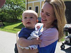 Z natáčení filmu Babovřesky - Lucie Vondráčková se synem Matyášem (2011) Montreal Canadiens, Film, Celebrities, Children, Music, Baby, Pictures, Movie, Young Children