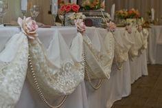 New vintage bridal shower desserts decor ideas Bridal Table Decorations, Head Table Decor, Vintage Wedding Centerpieces, Vintage Lace Weddings, Vintage Bridal, Bridal Lace, Head Tables, Bridal Shower Desserts, Marie