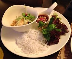 Ao Zai Vietnamese Cuisine in Salzburg; Cuon Tofu: DIY-rice rolls with rice noodles, soybean sprouts, vegetables, herbs and home-made tofu Vegan Food, Vegan Recipes, Pho Broth, Rice Rolls, Vietnamese Cuisine, Rice Noodles, Salzburg, Tofu, Sprouts