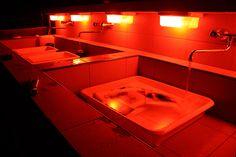 Darkroom sau cameră obscură înseamnă două lucruri: