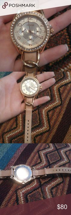 Fossil watch Woman's Fossil watch, New. No tags. Rosegold. I'm open to offers. So don't be scared to shoot me a decent offer :) Fossil Accessories Watches