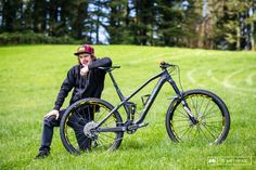 EWS bike checks - Joe Barnes' Canyon Spectral. I would LOOVE to give this bike a demo.