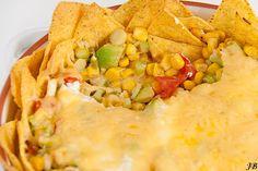 Carolines blog: Nacho's met kaas en een salsa van avocado's en maïs