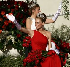 File:Tournament of Roses Parade - Pasadena, California - 1 January Royal Court, Winter Formal, Tiaras And Crowns, Beauty Queens, Pageant, Fancy Dress, Culture, Fashion Outfits, Bridal