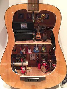 Musicstore in guitar #miniature #dollshouse