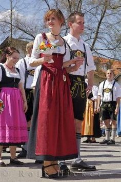 Photo of the locals of Putzbrunn in Germany wearing<br />their traditional European clothing. Medieval Clothing, European Clothing, European Costumes, German Oktoberfest, Stunning Women, Beautiful, Costumes Around The World, Vintage Couture, Folk Costume