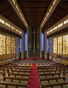 Es Vergingen über 20 Jahre Vom Ersten Plan Bis Zur Einweihung Der  Expressiven Kirche, Die