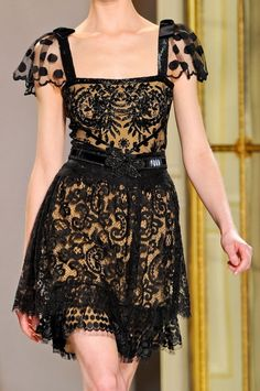 Collette+Dinnigan+PFW+Fall+2012+RTW+♥♥ON+TREND+-+LACE+Underlay+makes+it+classy+rather+than+the+sheer+trend..jpg (498×750)