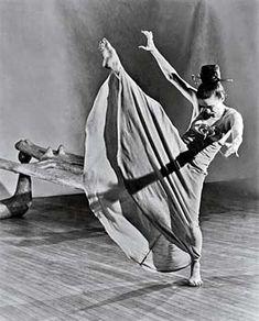 Martha Graham the power of dance Martha Graham, Ballerinas, Burlesque, Eagles Hotel California, Jazz, Hip Hop, Modern Dance, Contemporary Dance, Dance Photos
