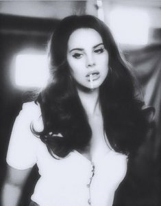 Lana del rey looking like a vintage babe in soft black and white ❤️❤️❤.- Lana del rey looking like a vintage babe in soft black and white ❤️❤️❤️❤️❤️❤️❤️❤️ Pretty People, Beautiful People, Elizabeth Woolridge Grant, Babe, Cindy Lou, Photo Portrait, Black And White Aesthetic, Black And White Girl, Laura Lee