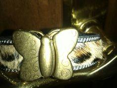 Mariposa en bronce con potro