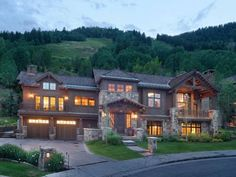 Top of Mill New England Charm Aspen (Colorado) Top of Mill New England Charm is a holiday home located in Aspen, 400 metres from Aspen Mountain Ajax. The property is 800 metres from Maroon Lake Scenic Trail and boasts views of the mountain.