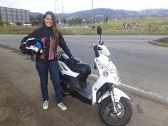 Sindy Alejandra y su moto Alex Akt Dynamic 125 of the house stun't house bikers pictures