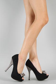Peep toes negro y plateado.