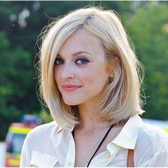 Résultats de recherche d'images pour «cheveux au épaule»