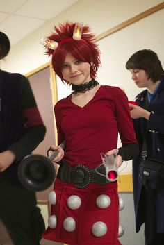 A really cool Dalek inspired dress Halloween Ideas, Happy Halloween, Halloween Costumes, Doctor Who Cosplay, Rose And The Doctor, Dalek, Bad Wolf, Dr Who, Best Cosplay