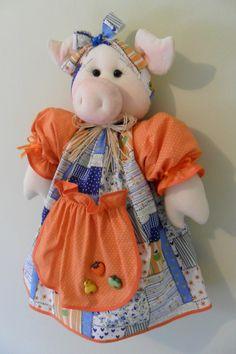 PUXA-SACO Porquinha     Produzido em tecido 100% algodão em padrão aleatório, conforme disponibilidade do mercado. Disponível nas cores: laranja, amarelo, vermelho, roxo/lilás, rosa/pink.O tempo para produzir a peça é uma estimativa, podendo ser combinado no ato do pedido.