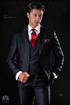 Italienisch schwarze Anzug mit abfallendes Revers, 2 Knöpfe, Ticket Pocket und Seitenschlitze aus Serge Wolle Stoff. Bräutigam Anzug 1912 Kollektion Gentleman Ottavio Nuccio Gala.