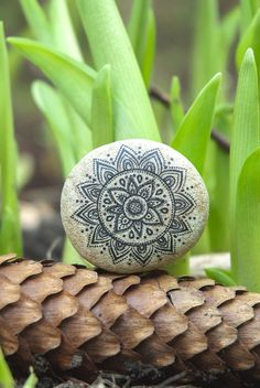 Mandala Art. Bohemian Bedding Mandala Meditation/ Natural Eco-friendly Mandala Boho decor/ Mandala Natural Beach Stone Art. Desk decoration