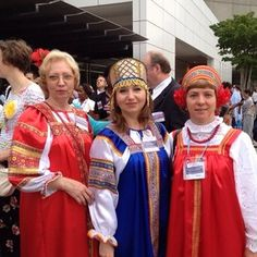 Sisters from Russia at the Atlanta International Convention. Photo shared by @hulagrldncr Submit your photos etc…