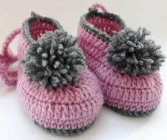 Easy to Crochet Baby Booties Pattern Tutorials - Crochet Patterns Knit Baby Shoes, Crochet Shoes, Knit Crochet, Crochet Baby Booties Tutorial, Crochet Ideas, Crochet Patterns, Baby Knitting, Crocheting, Delicate
