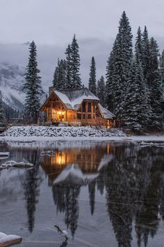 """winter-queen-blr: """"finefools: """"Emerald Lake, Canada by Ian Keefe """" Stay Cozy for the cold days and nights to come! Winter Wallpaper, Christmas Wallpaper, Beautiful Homes, Beautiful Places, Winter Cabin, Winter House, Winter Snow, Cozy Cabin, Emerald Lake"""