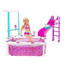 Product Description Make a trendy splash with this outstanding Barbie Glam Pool and … Barbie Playsets, Barbie Toys, Barbie Furniture, Pool Furniture, Barbie 2000, Monster High Birthday, Mattel, Bathing Suit Bottoms, Barbie Dream House