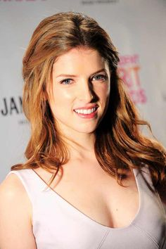 Anna Kendrick pictures and photos Anna Kendrick Funny, Anna Kendrick Pictures, Anne Kendrick, Prettiest Actresses, Beautiful Actresses, Scarlett, Female Actresses, Pitch Perfect, Star Wars