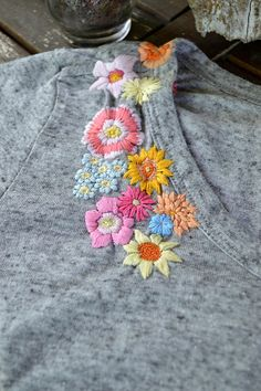 Floral hand embroidery on right hand front/ shoulder - Textured multi-colored flowers - This t-shirt is upcycled - Dex, tag size xs (very relaxed, could fit more like a small) , made in Chine - 70% polyester, 30% linen - Slight oversized fit - One of a kind  Hand Embroidered in Canada  Find us on Facebook http://www.facebook.com/ContrastCompany  instagram: @BelleElleCanada #mybelleelle  Please be advised, shipping costs does not include tracking due to high Canada Post sh...