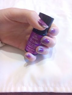 Pearly violet and glitter tips