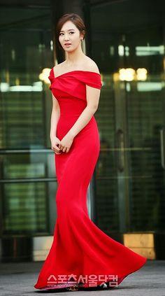 Snsd Yuri at gaon awards...Oh wow she looks so amazingly beautiful *0* !!