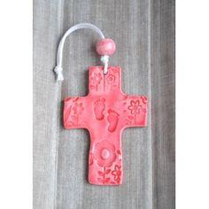Croix en faïence rose