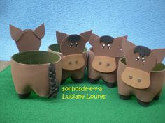 Olá pessoas queridas!!!! Vejam quantos bichinhos fofos!!!!! São para centro de mesa, em um aniversário com o tema Fazendinha, lá em Brot... Kids Crafts, Preschool Arts And Crafts, Animal Crafts For Kids, Art For Kids, Horse Birthday Parties, Cowboy Birthday, Birthday Box, Soda Bottle Crafts, Plastic Bottle Crafts