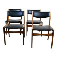 Set of Four 1960 Danish Modern Dining Chairs by Poul Volther for Frem Rojle For Sale Danish Furniture, Modern Furniture, Modern Chairs, Danish Modern, Mid-century Modern, Teak Dining Chairs, Ladder Back Chairs, Upholstery, Design