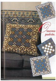 """Deixo umas almofadas em Arraiolos com os respetivos esquemas. I leave some cushions made in """" Arraiolos"""" with their schemes. ..."""
