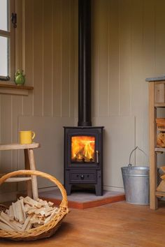 The Villager range from Arada Stoves are sturdy, reasonably priced steel stoves, with cast iron doors, flue spigots, grates etc. All of the Villager Timeless Classic range of stoves are fire bricked lined for longevity. A traditional wood burning stove. Corner Log Burner, Wood Burning Stove Corner, Corner Stove, Small Log Burner, Wood Burning Stoves, Kitchen Corner, Stove Fireplace, Country Fireplace, Small Fireplace