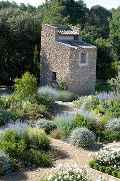 Thomas Gentilini Architect, Private Garden, Provence Saint Cannat #gardendesign