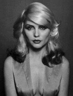 she's so pretty 😍😍 Blondie Debbie Harry, Debbie Harry Hot, Debbie Harry Style, Women Of Rock, Estilo Rock, Portraits, Female Singers, Musical, Belle Photo