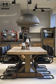 Met gepaste trots presenteren we jullie weer een prachtig Molitli Interieurmakers project: een voormalig notariskantoor verbouwd tot een hip kantoor in de koffiebranche met in de kelder een workshop ruimte. Ons team van ontwerpers, interieurbouwers, schilders, ons Stuc Atelier etc etc hebben er weer iets prachtigs van weten te maken. Veel kijkplezier! #industrieel #staal #betonstuc #keuken #eettafel #hoffz #molitli
