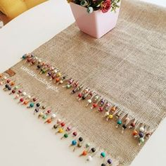 Arts And Crafts House Style Burlap Crafts, Diy Home Crafts, Diy Arts And Crafts, Crafts To Make, Sewing Crafts, Ribbon Embroidery, Embroidery Designs, Burlap Table Runners, Crochet Decoration